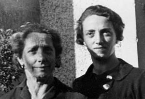 Hildegard Burger mit ihrer Mutter Maria Fleischhacker, Foto: DÖW