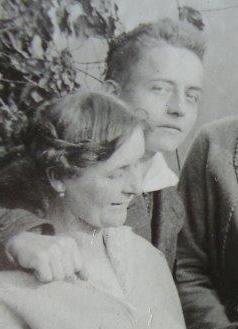 Martin-Tornquist-17-Jahre-mit-seiner-Mutter