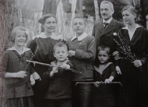Martin_Tornquist_u_Familie_1914-300x217